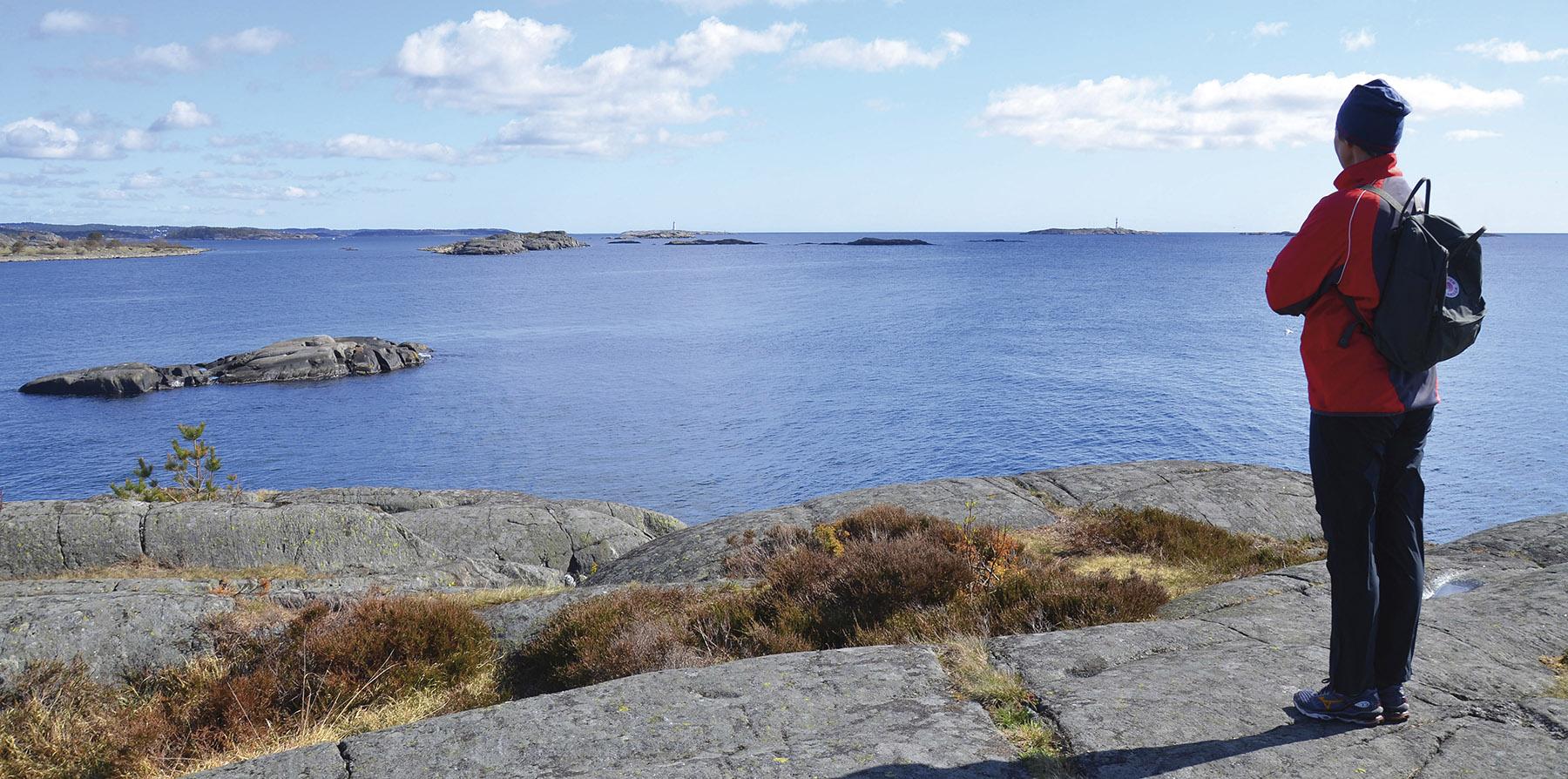 Fra Hasseltangen i Grimstad kommune er det fritt utsyn mot rullesteinsøya Jerken, fyrene Store og Lille Torungen ved innseilingen til Arendal og mot havet utenfor. Foto: Øivind Berg